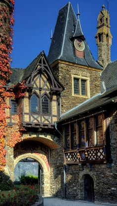 Detail Castle Cochem (Reichsburg Cochem) - Rhineland-Palatinate ~ Germany - It is the largest hill-castle on the Mosel River.