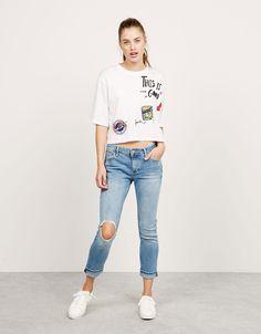 Bershka Mexico - Jeans BSK comfort Straight Fit con roto en rodilla Jeans  Rotos Rodilla 3f9ae78ebecc