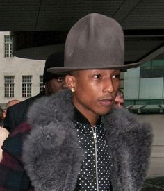 free shipping a7f14 54ed9 IT S BACK IN ACTION.   Pharrell Is Still Rocking His Very Big Hat Pharrell  Williams