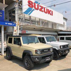 こないだ自分のジムニーの修理のついでに 新型ジムニー拝んできた😭👏 ガンメタのグリルかっこよかった✨ #新型ジムニー #jb64 #jb74 #suzuki #スズキ #jimny #ジムニー #ja11 #ja12 #ja22 Jimny Suzuki, Suv 4x4, Offroader, Car Stuff, Samurai, Jeep, Automobile, Monster Trucks, Motors