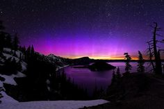 Aurora Borealis with Rare Colors Spotted in Oregon by Brad Goldpaint.