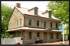 Johnson House, Philadelphia, Pennsylvania, 1768 Side Gabled Georgian Colonial. Built with rubblestone on the side walls and a more regular ashlar facade on the front. The pent roof above the first floor was a common feature in the middle colonies.