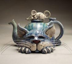 pictures of hand built tea pots Ceramic Teapots, Ceramic Pottery, Pottery Art, Amakusa, Pottery Sculpture, Lion Sculpture, Tee Set, Face Jugs, Teapots Unique