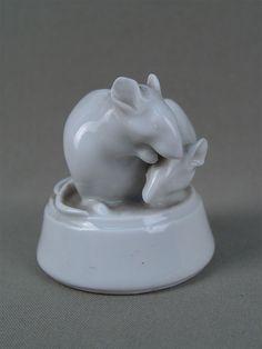Лот 33863 «Две мыши», фарфор. Германия, 1920-е годы, высота — 6 см  Цена — 15 000 руб.