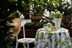 Create fresh summer atmosphere by decorating your terrace or balcony with blooming Vaahtera textiles. Set the breakfast outdoors and enjoy morning coffee from Finnish ceramic dishes. Sculptural and minimalistic Arkki vase fits in scandinavian interior and is made in Posio, Finnish Lapland. Vaahtera print has been painted with watercolours. The blooming maple is filled up to the brim with the fresh greenery of waking spring. Watercolours, Watercolor Paintings, Table Arrangements, Scandinavian Interior, Tablecloths, The Fresh, Morning Coffee, Timeless Fashion, Balcony