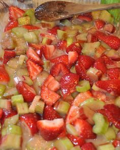 Strawberry Rhubarb Robin - GOODEness Gracious!  It's a strawberry rhubarb dump cake.  Omnomnom