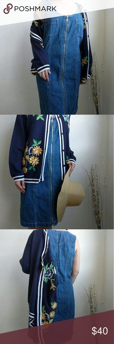 Vintage Denim Zipper Dress size S/M Really cool vintage dress. Vintage denim. Great condition. Working zipper. Also looks great unzipped over an outfit. Size Small/Medium. Dresses