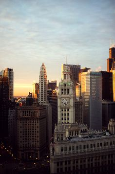 Chicago (7:28 a.m.) from Michigan Ave. looking SW //photo by Juergen Buergin
