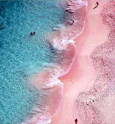 Bermuda - If winter has got you down, then perhaps a bright pink sand beach is just the thing you need to cheer you up. Go with the pink theme and lounge around the Princess Bermuda hotel, whose pink exterior is as iconic as the pink beaches Dream Vacations, Vacation Spots, Rosa Strand, Affinity Photo, Pink Beach, Pink Ocean, Pink Sand Beach Bahamas, Pink Summer, Bermuda Pink Sand