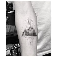 #Tattoo by @_dr_woo_ ___ www.EQUILΔTTERΔ.com ___ #⃣#Equilattera #tattoos
