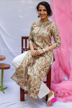 Sleeves Designs For Dresses, Dress Neck Designs, Stylish Dress Designs, Stylish Dresses, Simple Dresses, Simple Kurta Designs, Kurta Designs Women, Dress Indian Style, Indian Fashion Dresses