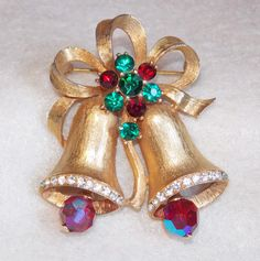 Fabulous WEISS Signed Vintage CHRISTMAS BELLS Estate Pin Brooch