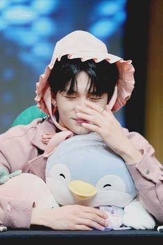 - Hyunjin, Stray Kids ♡