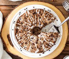 Zapoměňte na obyčejnou bábovku! Tuto banánovou bábovku s ořechy, čokolády a krémovou náplní si zamilujete Cereal, Oatmeal, Ale, Breakfast, Desserts, Food, Cupcake, Kitchen, The Oatmeal