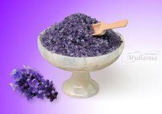 #Lawendowa #sól do kąpieli z #olejkami Dodatkiem do kąpielowej soli są suszone kwiaty lawendy. Kąpiel w soli działa regenerująco, wygładza skórę, pobudza krążenie, dezynfekuje, odświeża, relaksuje, łagodzi zmęczenie i stres.