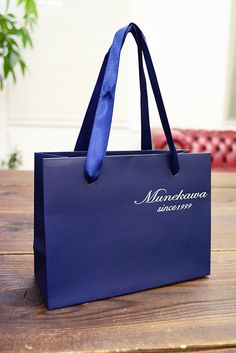 papaer bag Design Print Graphic Fashion 紙袋 デザイン 印刷 グラフィクデザイン ファッション Box Packaging, Packaging Design, Shoping Bag, Shopping Bag Design, Paper Bag Design, Makeup Package, Branding, Vintage Design, Cloth Bags