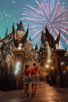 The Muggle's Guide to The Wizarding World of Harry Potter – Tripping with my Bff Harry Potter Disney, Harry Potter Universal, Harry Potter World, Disney World Fotos, Disney World Pictures, Cute Disney Pictures, Sister Pictures, Disney Pics, Universal Studios Rides