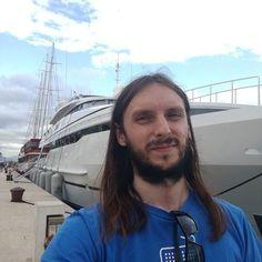 Łódka jeszcze nie moja ale za 2 lata też będę taka pływał ;) Na blogu nowy wpis (link w bio). #polishboy #polishboy #polskifacet #polskichlopak #facet #chlopak #instaboy #instachlopak #instafacet #wakacje #holiday #holidays #trogir #cro #croatian #croatia #broda #zarost #dlugiewlosy #longhairs #longhair #jacht #lodka #boat