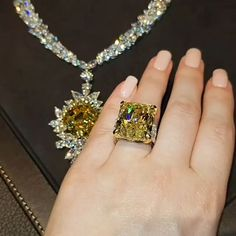 See how Love for gorgeous gems and perfect craftsmanship translate into pure luxury ! Graff Jewelry, Luxury Jewelry, Diamond Jewelry, Swarovski Jewelry, Cute Jewelry, Wedding Jewelry, Jewelry Gifts, Dream Engagement Rings, Necklace Designs