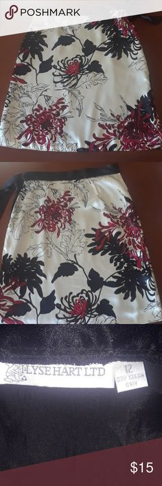 ILYSE HART LTD FLORAL PRINT SKIRT Lol, but still in excellent condition without any pulls, stains, holes or markings, exactly as shown in pictures. Skirts