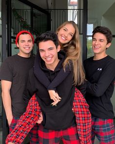 Cute Relationship Goals, Cute Relationships, Teen Celebrities, Celebs, Friend Group Pictures, Rivera Family, Boy And Girl Friendship, Family Christmas Outfits, Famous Youtubers