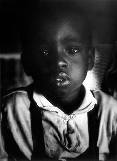 A Gordon Parks photo essay in Life magazine made the Fontenelle family in Harlem the face of American poverty. Parks and Richard Fontenelle, the family's only child to live past Nocturne, Harlem New York, Gordon Parks, Emotional Photography, Glamour Photography, Black Photography, Film Photography, Fashion Photography, First Photograph