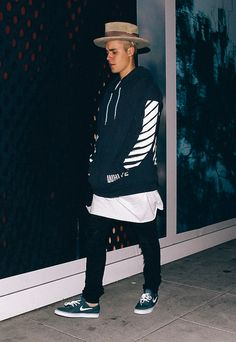 Find images and videos about justin bieber on We Heart It - the app to get lost in what you love. Justin Bieber Photos, Style Justin Bieber, Justin Bieber 2015, Justin Bieber Outfits, All About Justin Bieber, Justin Bieber Wallpaper, Justin Hailey, Dope Outfits, Look Cool