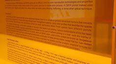 """""""Vitrinas CMYK"""" Ignasi Aballí Exposición """"Sin Principio/ Sin Final"""" Museo Reina Sofía #Madrid #Arte #ArteContempóraneo #ContemporaryArt #Arterecord 2015 https://twitter.com/arterecord"""