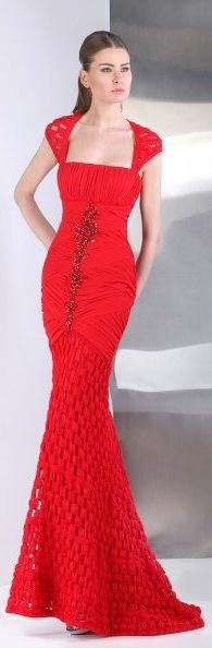 Tony Ward ~ #dress detail #CROCHET AND TRICOT INSPIRATION: http://pinterest.com/gigibrazil/crochet-and-knitting-lovers/