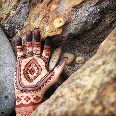 E A R T H T O N E S . . . #maplemehndi  #naturalhenna #organichenna  #marthasvineyard  #aquinnah  #islandarts  #rocks  #nature  #hand  #hennastain #hennaisneverblack  #adornment #beachlife #fall  #islandlife  #earthtones #simplepleasures  #handfullofhenna Natural Henna, Simple Pleasures, Mehendi, Arm Warmers, Moroccan, Rocks, Fall, Nature, Instagram