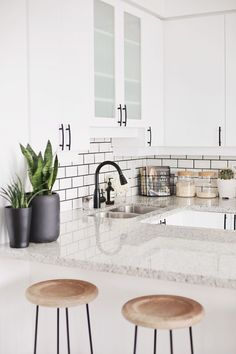 Love the faucet (black faucet with silver sink) & hardware (handles)