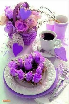 Jst a purple breakfast Good Morning Coffee, Good Morning Good Night, Coffee Break, Sunday Coffee, Coffee Vs Tea, Coffee Cafe, Good Morning Greetings, All Things Purple, Mini Desserts