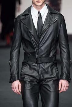 Daks F/W 2015 Menswear London Fashion Week Men's Fashion, Latest Mens Fashion, Leather Fashion, London Fashion, Fashion Details, High Fashion, Fashion Tips, Leather Blazer, Leather Men