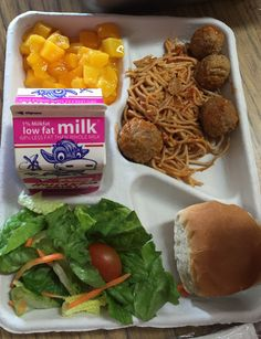 SUPER #RealStudentTray AT Barnard Elementary, San Diego Unified School District Lunch Snacks, Lunch Box, Cute Food, Yummy Food, Cafeteria Food, Kids Meals, Merchandising Ideas, Normal Girl, School Lunches