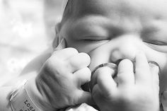 ten photos to take on baby's first day.