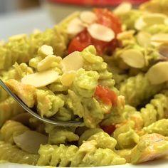Pesto Salmon, Salmon Pasta, Healthy Pastas, Healthy Chicken Recipes, Avocado Pasta, Pasta Al Pesto, Food For A Crowd, Food Blogs, Dinner Recipes