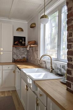 The Powell Pendant is a contemporary spin on a mid-century classic. Features a frosted, glass globe capped with a spun-metal hood, all suspended by an adjustable down rod and a circular canopy. Featured in a warm aged brass finish. Ideal in hallways Kitchen Design Small, Simple Kitchen, Kitchen Decor Inspiration, Modern Kitchen, Kitchen Remodel Small, Home Kitchens, Kitchen Decor Hacks, Kitchen Layout, Diy Kitchen