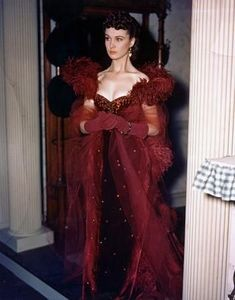Vivien Leigh - Gone With The Wind, the dress Scarlett wore to Ashley's birthday party that was chosen by Rhett. Vivien Leigh, Vintage Hollywood, Hollywood Glamour, Classic Hollywood, Hollywood Actresses, Hollywood Stars, Scarlett O'hara, Divas, Glenn Miller
