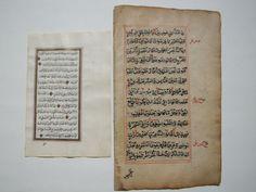 Manuscript; Lot met 2 Quaran bladeren - ca. 1500/1845  Een heleboel 2 manuscript bladeren.Het linker blad is een goud verlichte Qur'an blad van een handgeschreven manuscript gedateerd 1262 AH (1845-AD) en gekopieerd door de kalligraaf Hassan Basha Zadah. Dit is 1 blad met 2 pagina's en verzen van Surah Al - Tawbah (bekering) vertegenwoordigt. De tekst is geschreven met mooie Arabische kalligrafie en ingekaderd binnen een echte gouden frame. De verzen worden ook gescheiden door gouden…