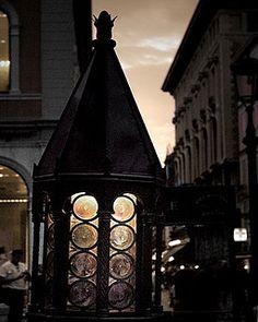 Italy / photography / street lamp