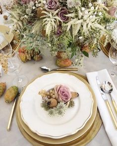 Such a beautiful table setting by @zita_elze at @bridestheshow this weekend!