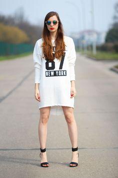 Sporty White Dress - Robe Blanche Tendance Sport  http://www.sabfashionlab.com/sporty-white-dress-robe-blanche-tendance-sport/