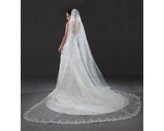 Los velos de novia largos y dramáticos son la principal tendencia en velos de novia 2014. #bodas #tendencias #velo #novia #2014