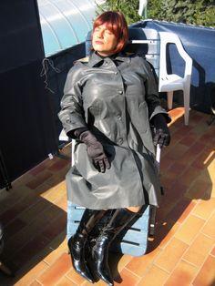 Rubber She Males Pics 106