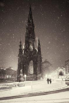 Wow what a beautiful sight! Dead of Night - Scott Monument, Edinburgh, Scotland