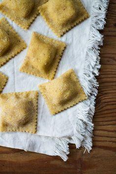 Ravioli with walnuts - Pappatoia - Tortellini Ravioli Filling, Ricotta Ravioli, Gnocchi Pasta, Pasta Recipes, Cooking Recipes, Pasta Casera, Homemade Pasta, Italian Pasta, How To Cook Pasta