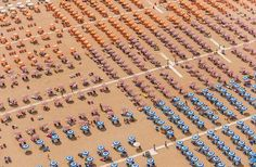 Filled beaches create interesting images seen from above / Praias cheias criam imagens interessantes vistas de cima