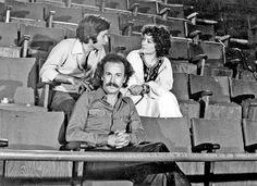 1 Ιούλη 1976. Ο Νίκος Ξυλούρης με την Τάνια Τσανακλίδου και τον Χριστόδουλο Χάλαρη