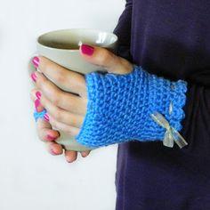 Vintage Fingerless Gloves Crochet Pattern via Hopeful Honey
