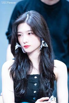 """트위터의 주홍물방울 님: """"180825 다이아 영등포 팬사인회 #아이오아이 #다이아 #DIA #채연 #정채연… """" Stylish Girls Photos, Stylish Girl Pic, Girl Photos, Korean Beauty, Asian Beauty, Jung Chaeyeon, Beautiful Girl Image, Korean Actresses, Girls Image"""